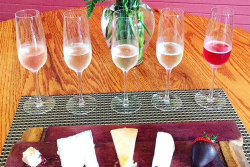 Amista Vineyards Sparkling Wine and Cheese Pairing